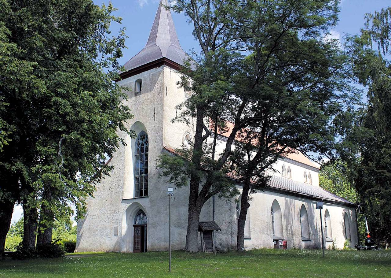 dcfd0ae854c Urvaste kirik, uue katusega kesklööv. Fotod: LIANA ALLAS