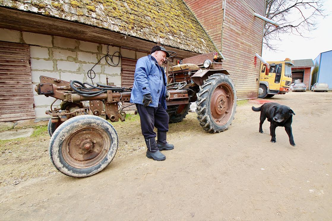 275d446025a Heino Laan oma haruldase šassii T-16ga, mille vanust ta öelda ei osanud.