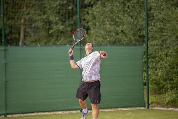 -Rouge-Tennise-avamine-48