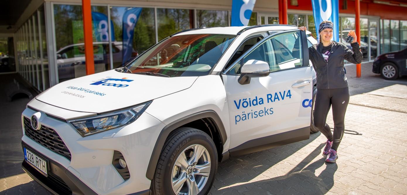 GALERII Coopi autoloos tõi võrulannale uhiuue Toyota RAV4